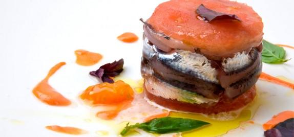 Sardoncini marinati, bufala e pomodoro
